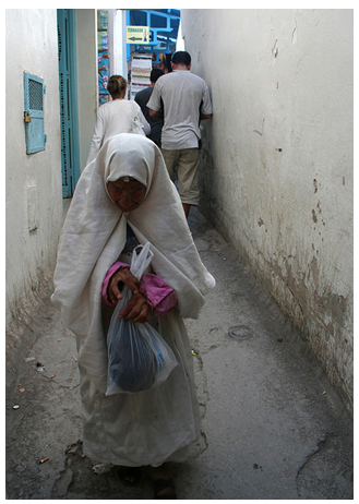 Old woman wearing a sefsari in Tunis